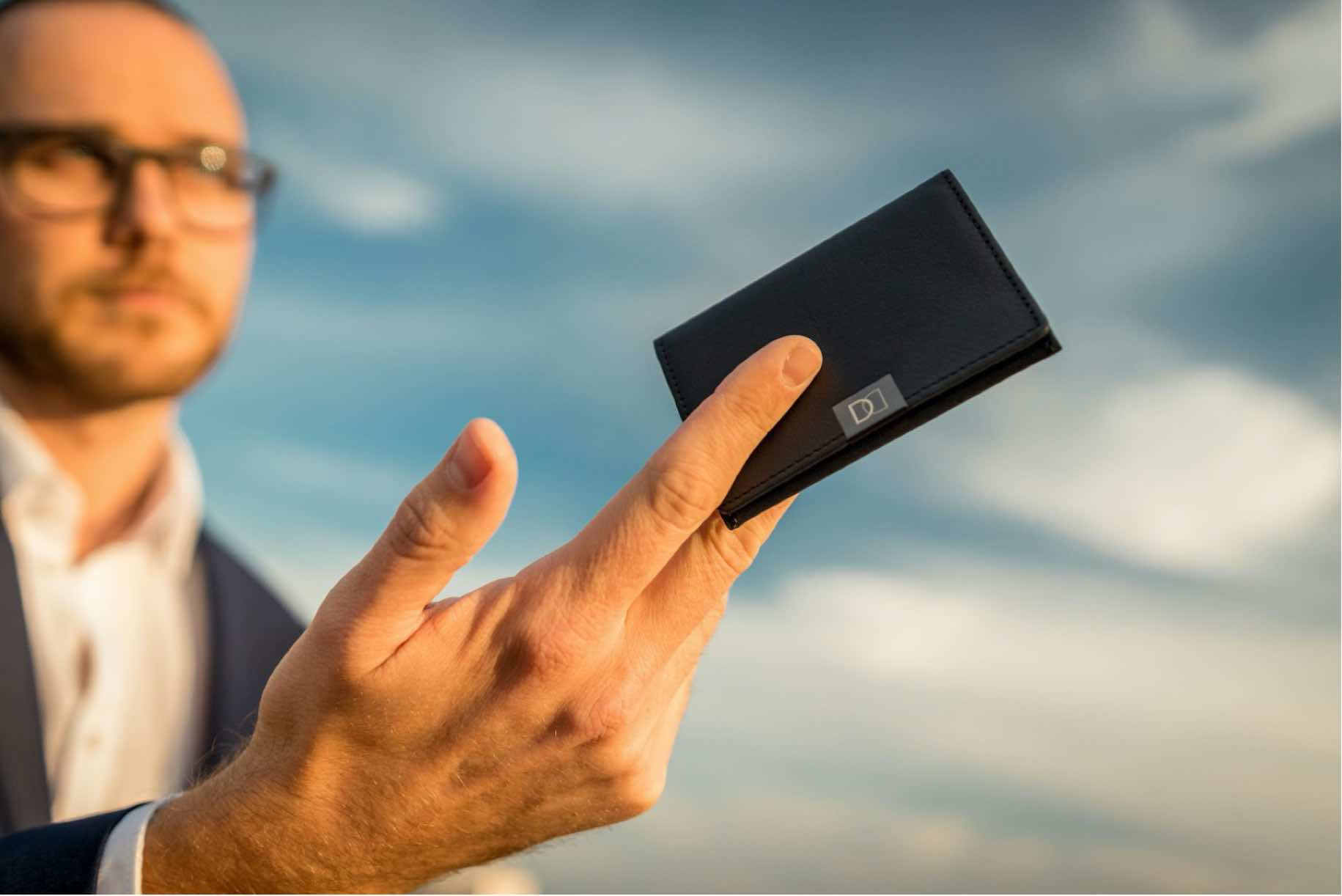 DUN Fold – incredibly slim wallet
