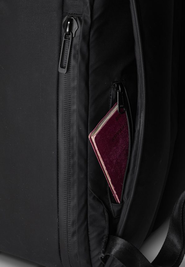 DUN TravelPack - hidden passport pocket